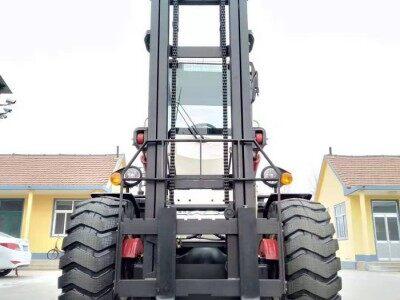 欧泰重工直销四驱叉车可加装三级杆